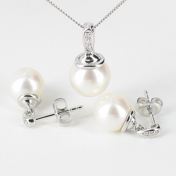 Pearl And Diamond Pendant Necklace & Earrings Set With 9K White Gold