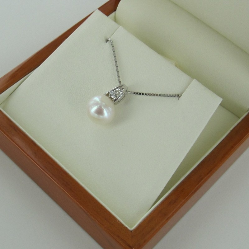 Large Pearl & Diamond Pendant Necklace 9-9.5mm 9K White Gold