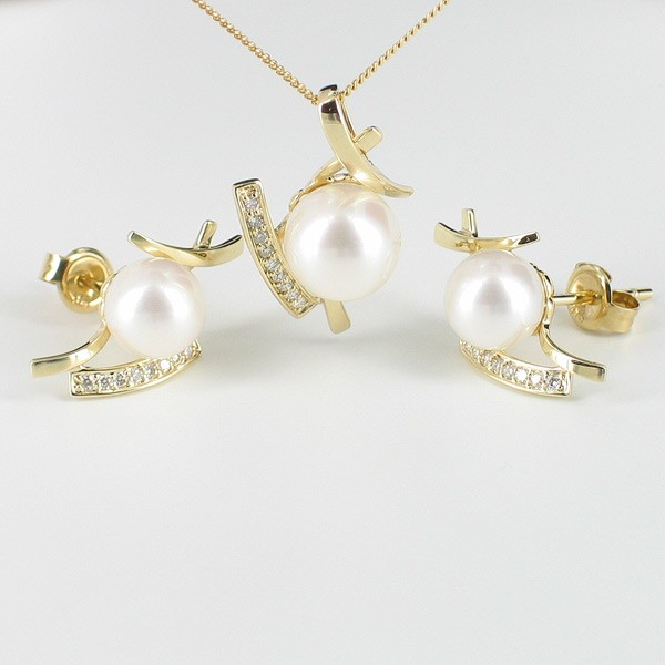 Pearl And Diamond Pendant & Earrings Set 7-8.5mm With 9K Yellow Gold