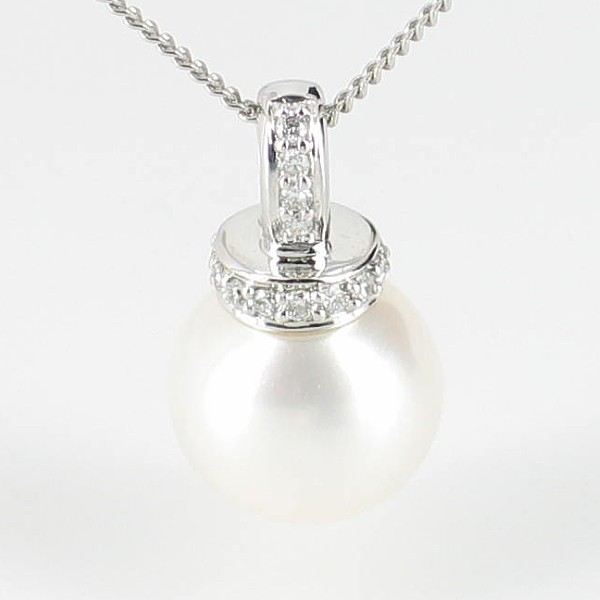 Diamond and Pearl Pendant Necklace 8.5-9mm On 9K White Gold