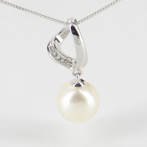 Diamond and Large Freshwater Pearl Pendant Necklace 8-8.5mm 9K White Gold