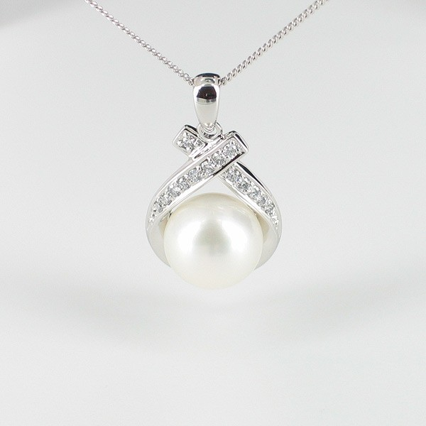 White Pearl & Diamond Pendant Necklace 9-9.5mm 18K White Gold