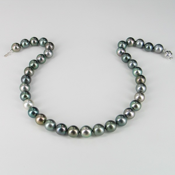 Tahitian Pearl Necklace Round With 18K White Gold