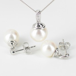 Pearl And Diamond Pendant & Earrings Set With 9K White Gold