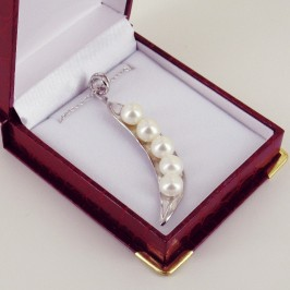 'Pearls In A Pod' 8.5-9mm Button Pearl Pendant Necklace On Sterling Silver