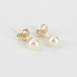 Small Pearl Stud Earrings 4.5-5mm On 9K Yellow Gold Studs