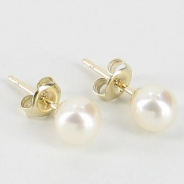 Classic Freshwater Pearl Stud Earrings 5.5-6mm On 9K Yellow Gold