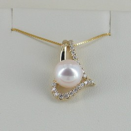 Pearl Pendant Necklace With Diamonds 8-8.5mm in 18K Yellow Gold