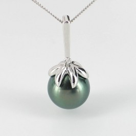 Black Tahitian Pearl Pendant Necklace Round Pearl 9K White Gold