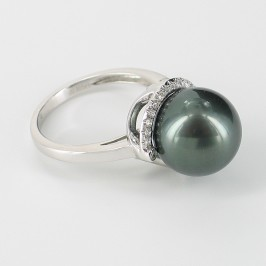 Black Tahitian Pearl And Diamond Ring On 18K White Gold