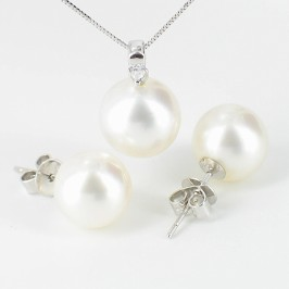 White South Sea Pearl & Diamond Pendant Set On 18K White Gold