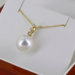 South Sea Pearl & Diamond Pendant Necklace 10-11mm On 18K Yellow Gold